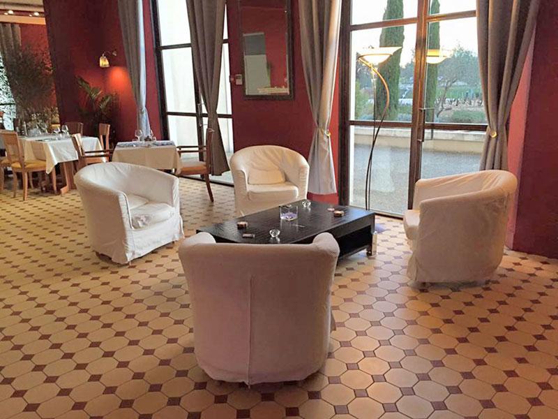 le petit salon la table du palais. Black Bedroom Furniture Sets. Home Design Ideas